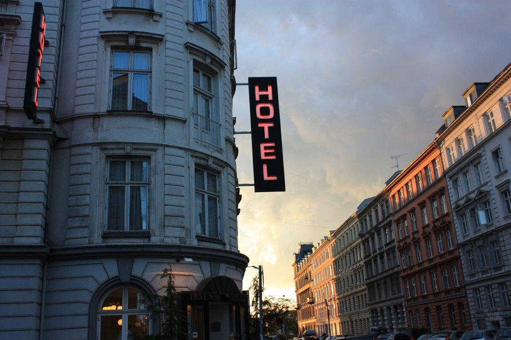 Как забронировать отель через интернет?