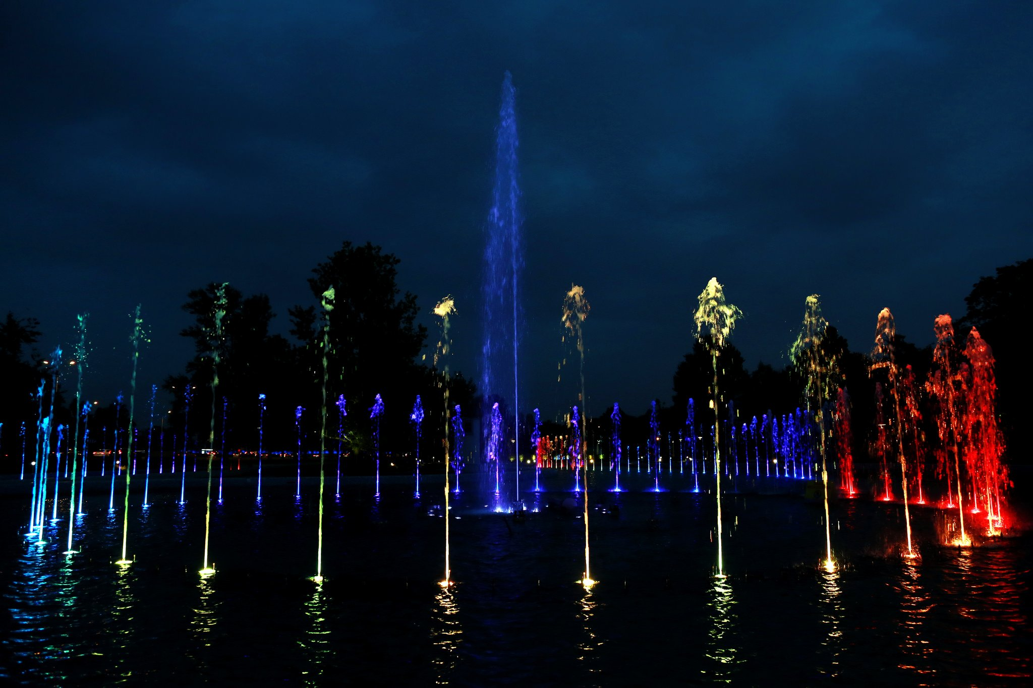Разноцветный фонтан