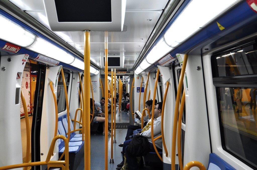 В вагоне мадридского метро