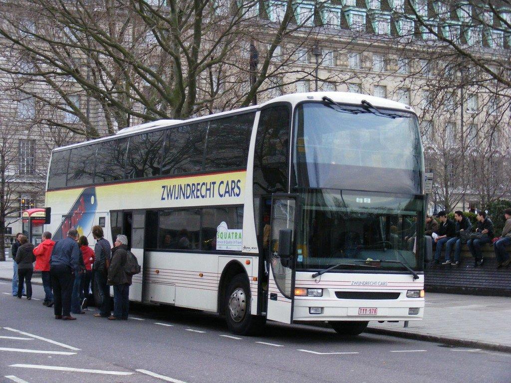 Автобус в Антверпен