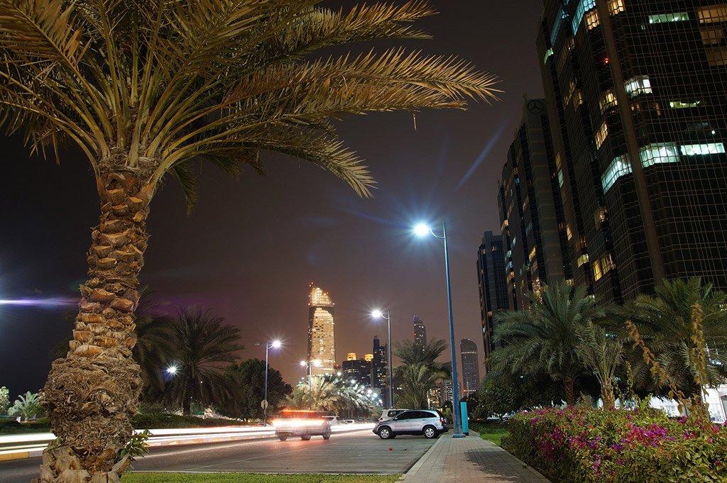 Ночной Абу-Даби