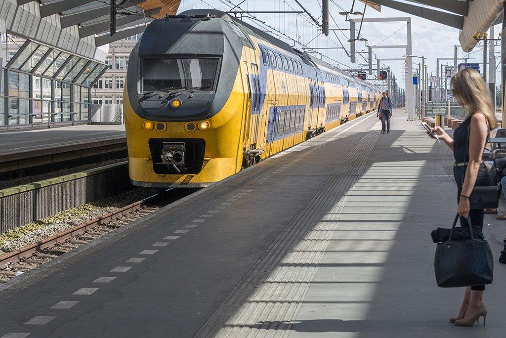 Поезд в город