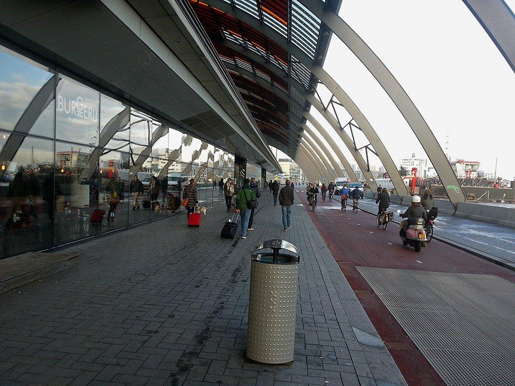 Вокзал в Амстердаме