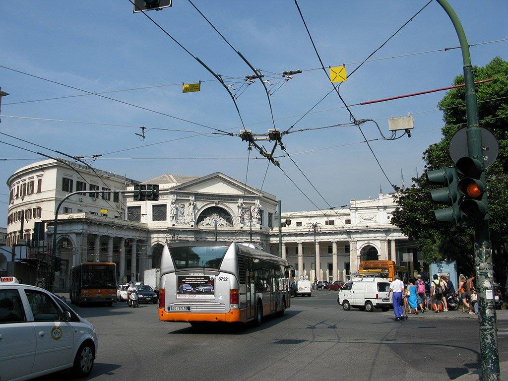 Автобус в Генуе
