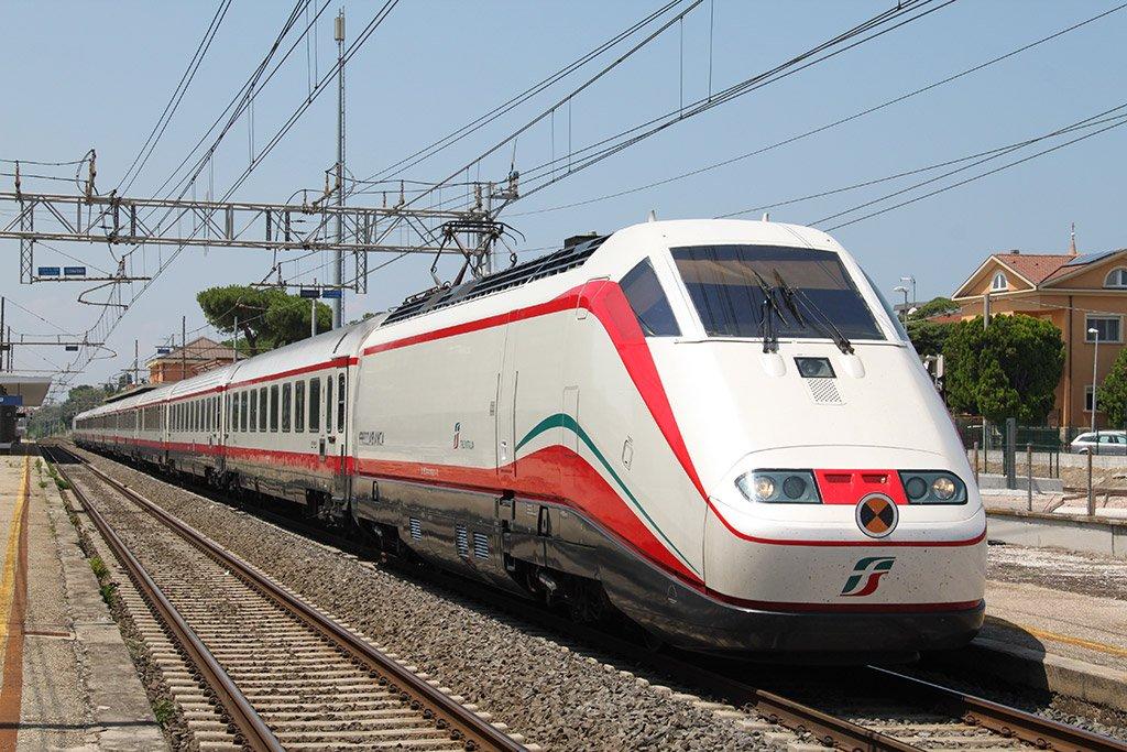 Поезд в дороге