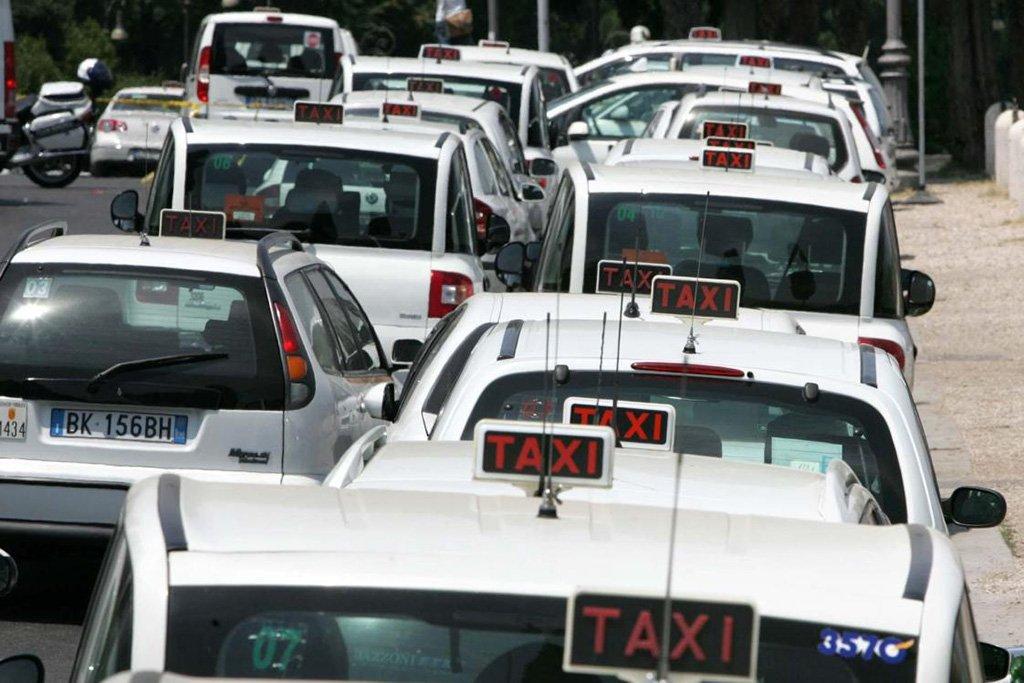 Такси в пробке