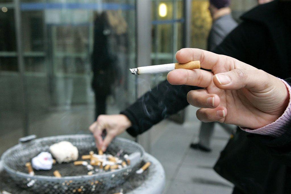 Курение на улице