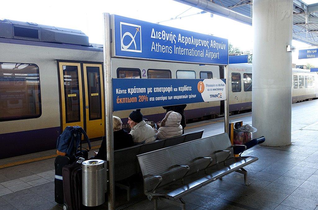 Поезд в аэропорту