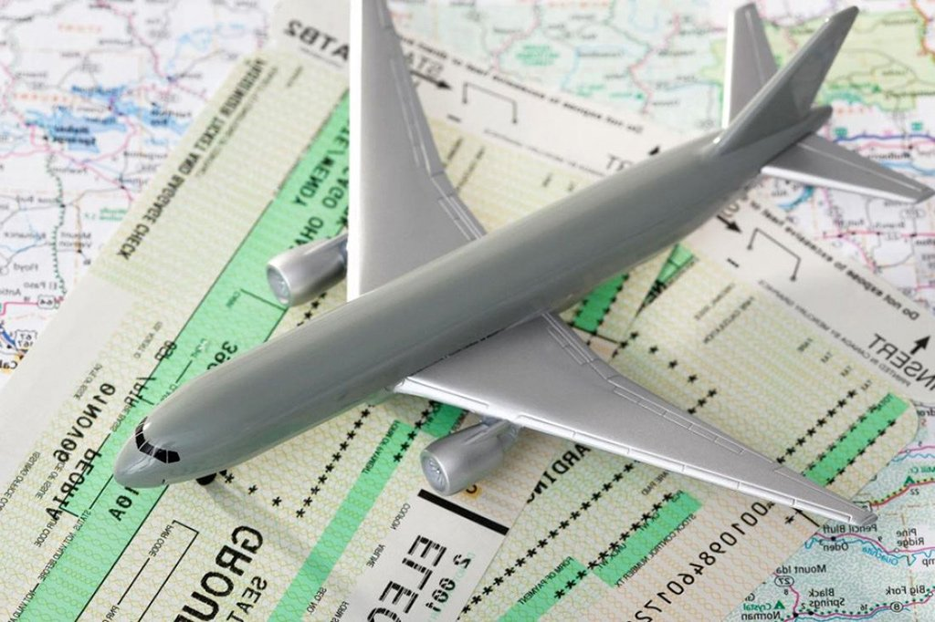 Самолет и билеты