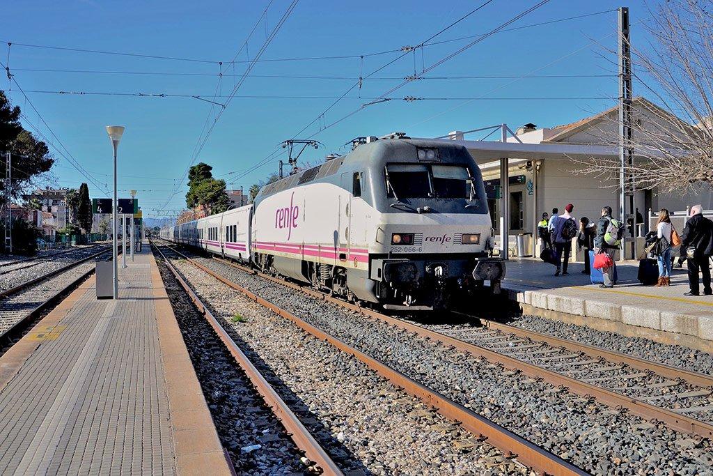 Поезд в Салоу