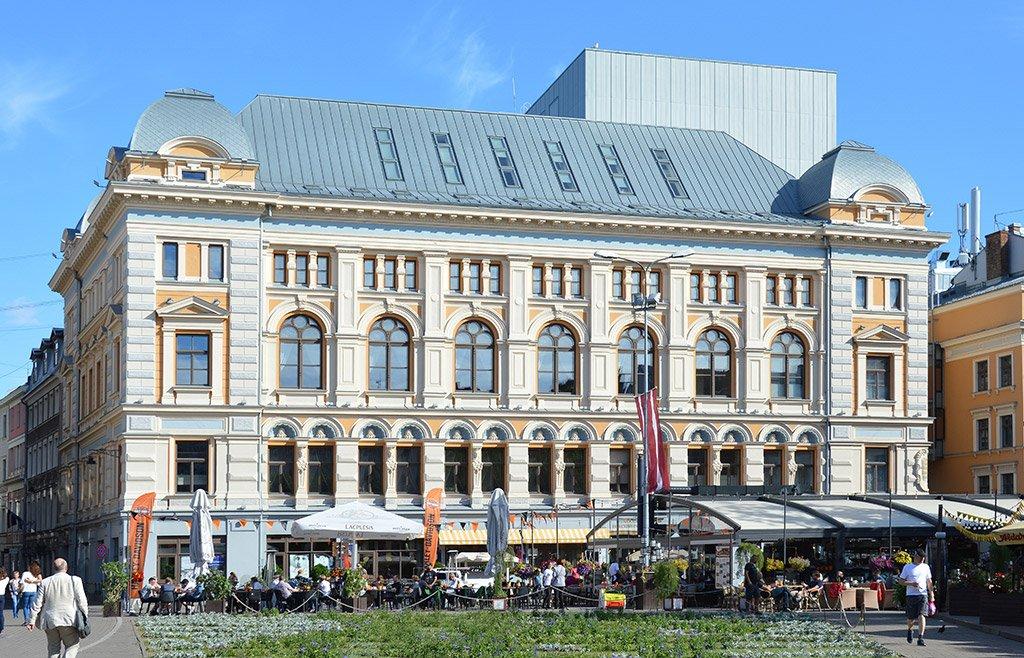 Театр имени Чехова