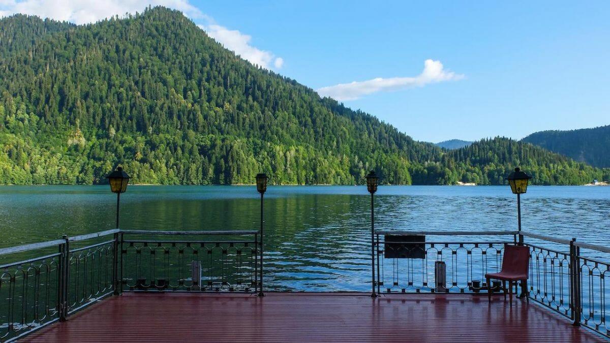 Вид с дачи на озеро