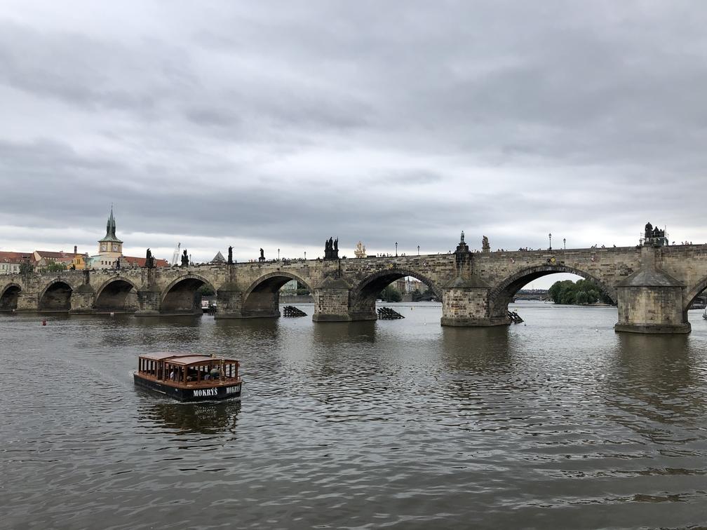 Карлом Мост