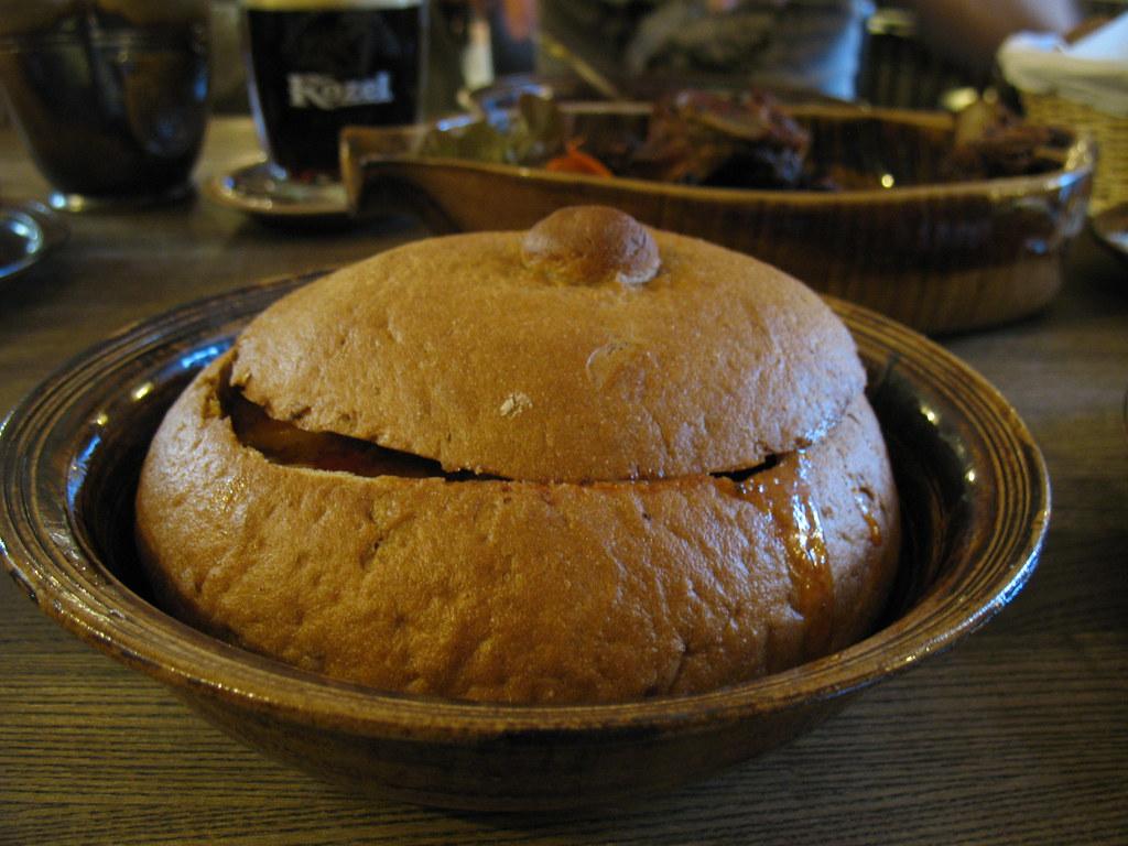 Суп-гуляш в хлебе