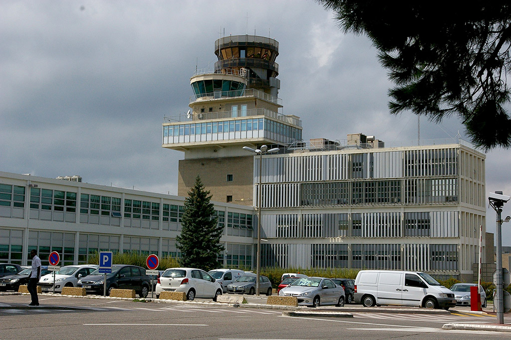 Автомобили в аэропорту Марселя