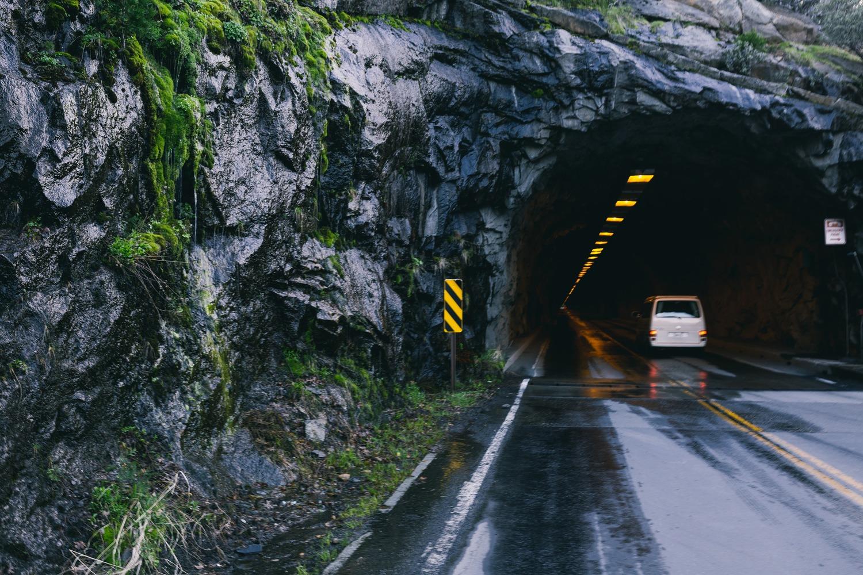 Дорога сквозь гору