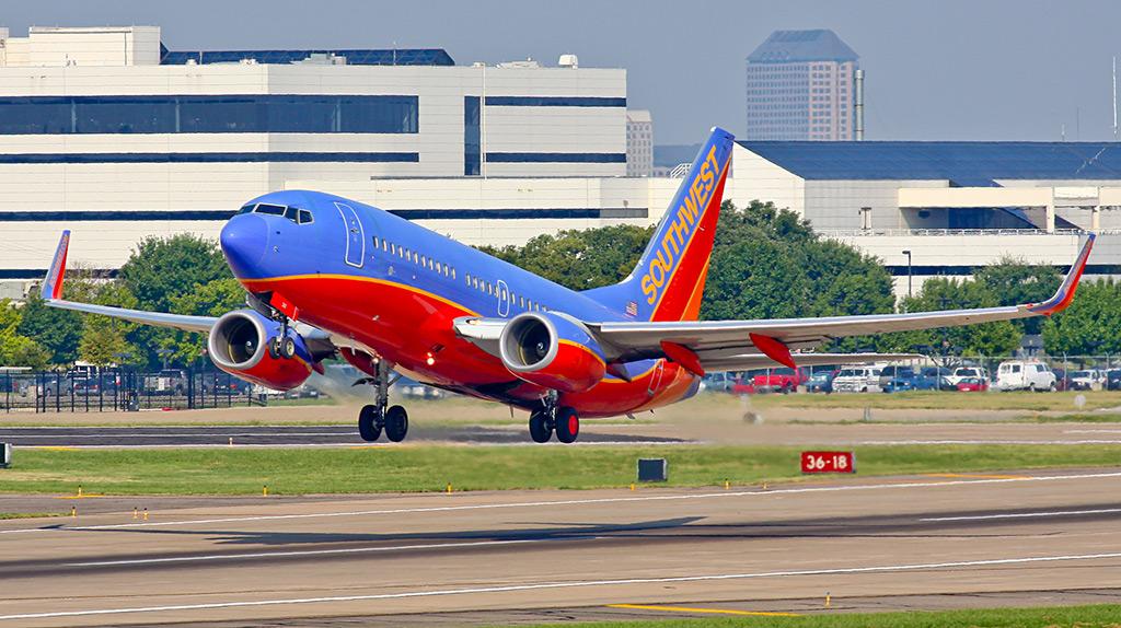 Взлет Боинга 737-700