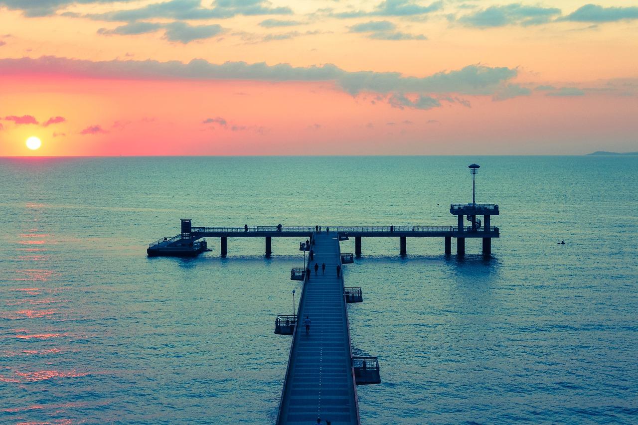 Заходит солнце на море в Болгарии