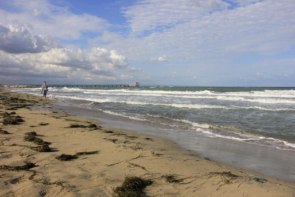 Пляж и пирс