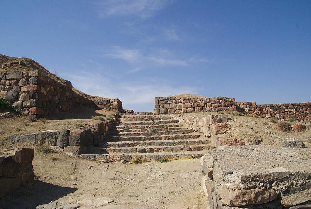 Руины Эребуни